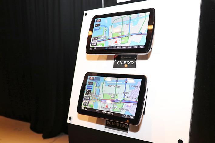 (上)パナソニック 9V型大画面SDカーナビステーション Strada「CN-F1XD」 (下)2016年モデル「CN-F1D」