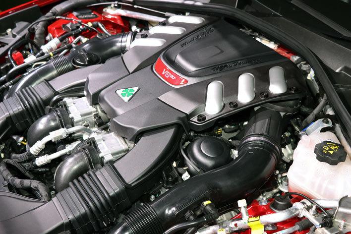 アルファロメオ ジュリア クアドリフォリオの2.9リッターV6ツインターボエンジン(510ps)はフェラーリ直系の高性能版