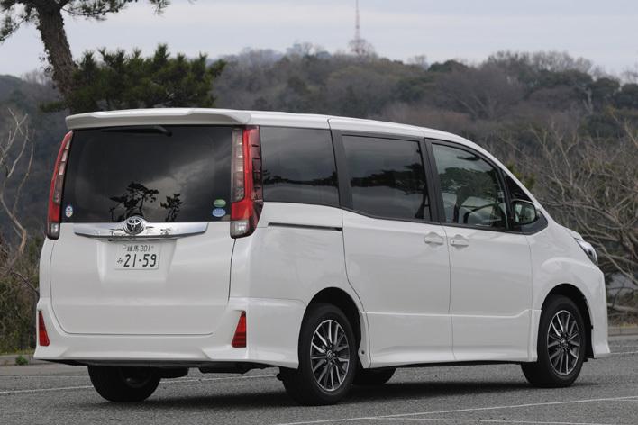トヨタ 先代型ノア Si ガソリンモデル(2014年3月撮影)