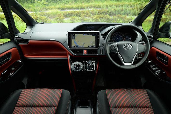トヨタ 新型ヴォクシー ハイブリッド(2017年7月マイナーチェンジ)