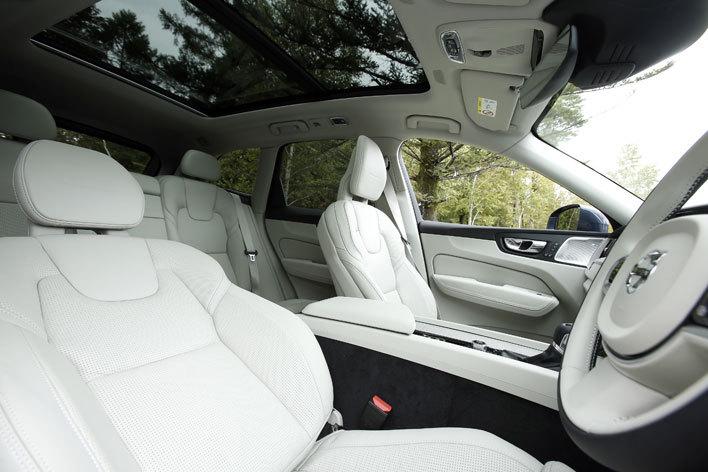 ボルボ 新型XC60 T5 AWD