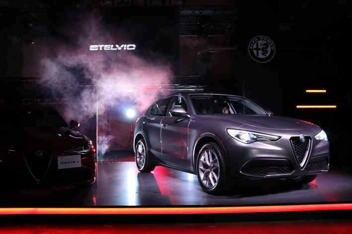 新型アルファロメオ ジュリア発表会でサプライズ公開されたSUVモデル「アルファロメオ ステルヴィオ」