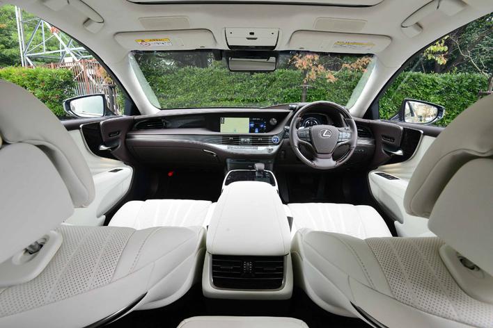 レクサス新型LS500h version L インテリアカラー:ホワイト