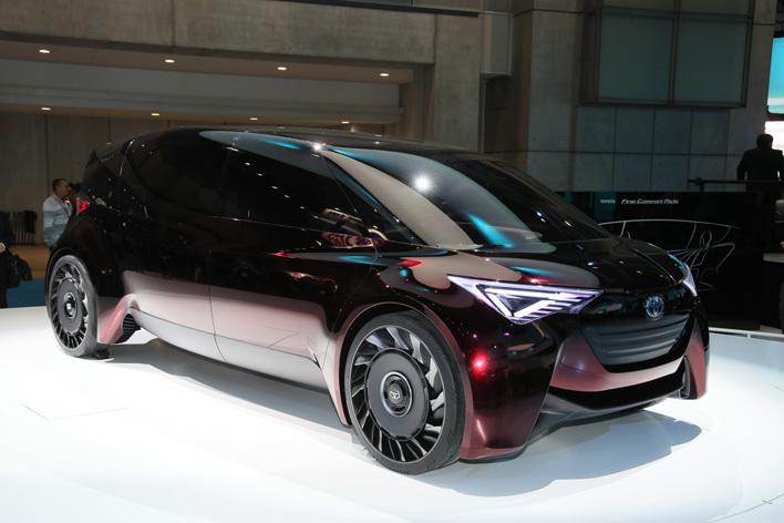"""未来のエスティマは水素で走る!? FCVミニバンのコンセプトモデル""""Fine-Comfort Ride""""世界初公開!【東京モーターショー2017】"""