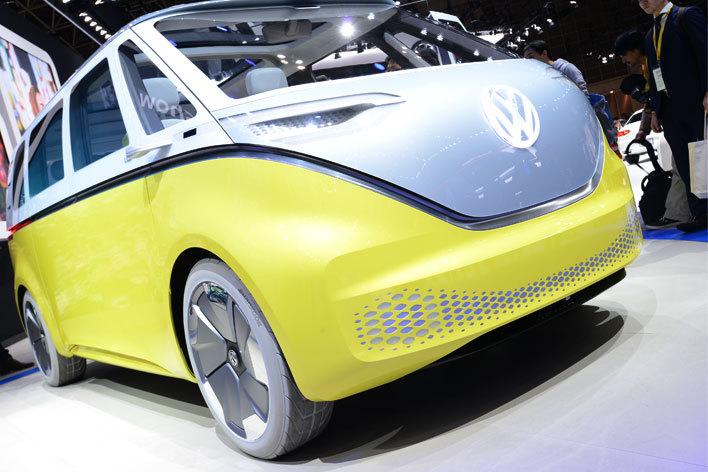 """ワーゲンバスが現代に蘇る! VW EVコンセプトカー""""I.D BUZZ""""を日本初公開!【東京モーターショー2017】"""