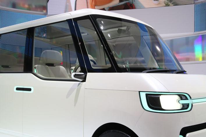 ダイハツ 新型タントが2018年にフルモデルチェンジ!?新しい軽自動車の姿を示唆するコンセプトカーが登場【東京モーターショー2017】