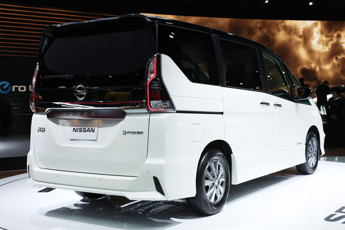日産 新型セレナ e-POWER HighwaySTAR[ハイブリッドモデル/参考出品・2018年春発売予定] リア周り