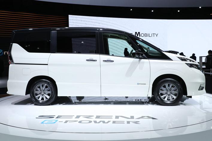 日産 新型セレナ e-POWER HighwaySTAR[ハイブリッドモデル/参考出品・2018年春発売予定] 外観・サイドビュー