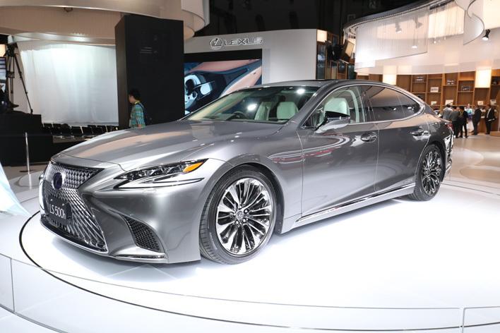 レクサス 新型LS 新開発プラットフォームによりクーペルックになった5代目モデルが登場【東京モーターショー2017】
