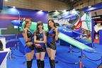 住友ゴムブースでは、レッドブル・エアレース・ワールド・チャンピオンシップ2017を制した室屋義秀選手の機体模型も展示!!【東京モーターショー2017】