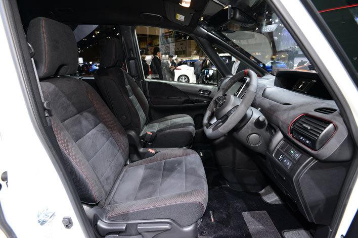日産 セレナNISMO[参考出品/2017年11月市販化予定] 前席(運転席シート)