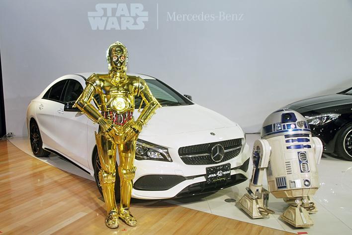 STAR WARSでお馴染み、R2-D2とC-3PO(画像は2017年5月2日に行われたイベントの模様)