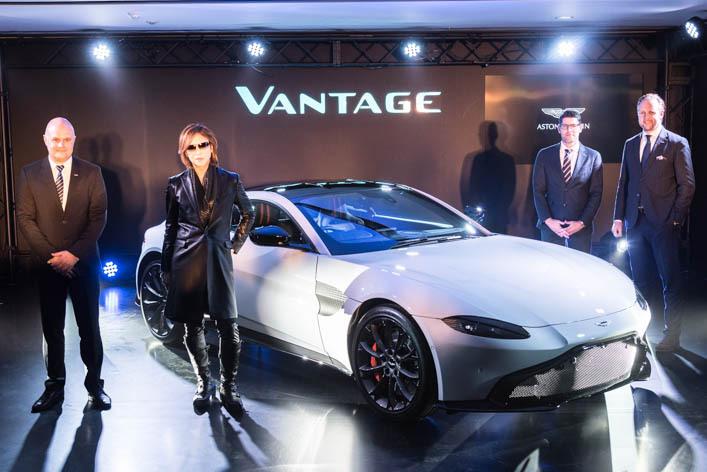 """青山の夜にX-JAPANの""""YOSHIKI""""が登場! 新型ヴァンテージが「The House of Aston Martin」でお披露目"""