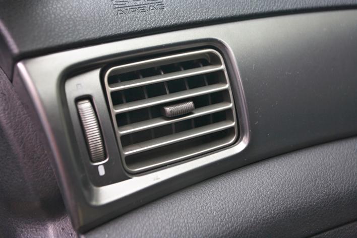 車内の匂いを消す方法