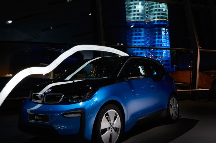 BMWグループ本社ビル「フォー・シリンダー・ビル」とi3