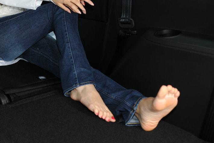 足の臭いが車内に拡散