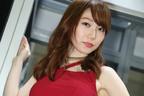 ピッチリタイトなボディコン衣装が「オッケーバブリー!」【東京オートサロン2018】