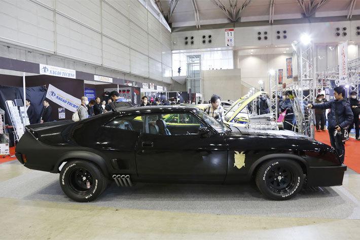 映画『マッドマックス』に登場する特殊追跡車両・インターセプターにカスタム(ベース車:フォード ファルコン)
