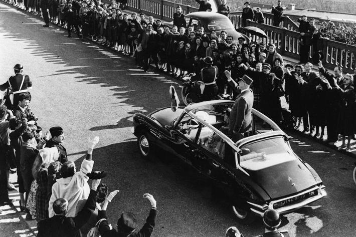シャルル・ド・ゴール大統領とシトロエンDSの大統領専用車