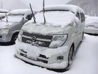 雪の日にワイパーを立てる理由って知ってますか?