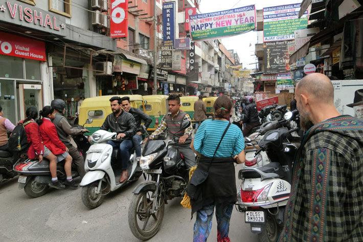 インド・デリー市内の混沌とした交通状況