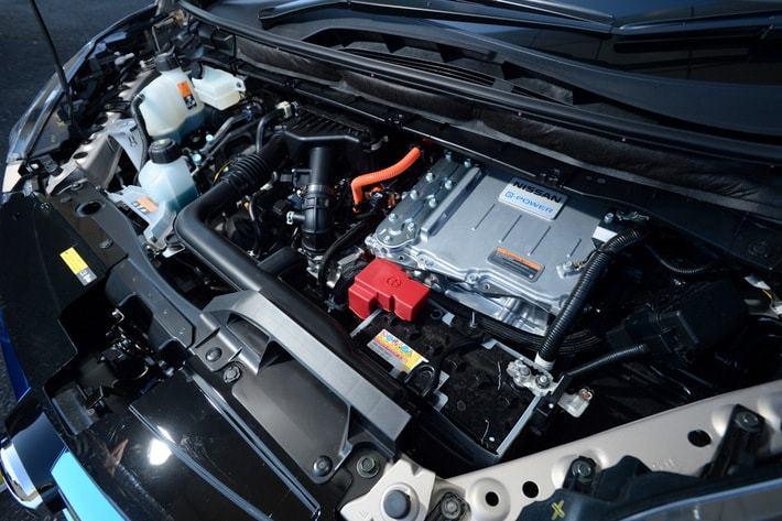 日産 セレナe-POWERのエンジンルーム
