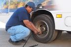 月に一度はチェック! 燃費や走りに影響するタイヤの空気圧【脱・運転初心者!】
