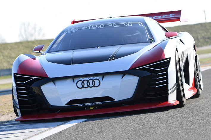 Audi e-tron Vision Gran Turismo(ビジョン グラン ツーリスモ)