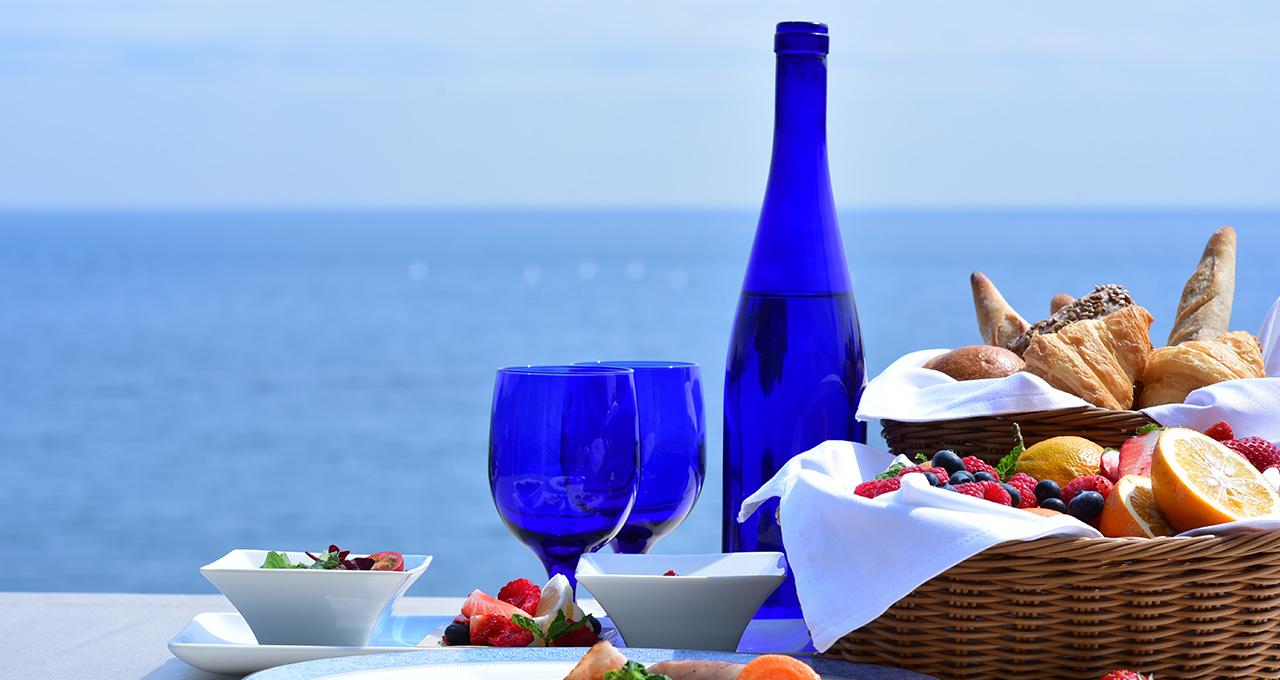 静かな高台から海を見下ろし、伊豆半島の恵みをフレンチで味わう