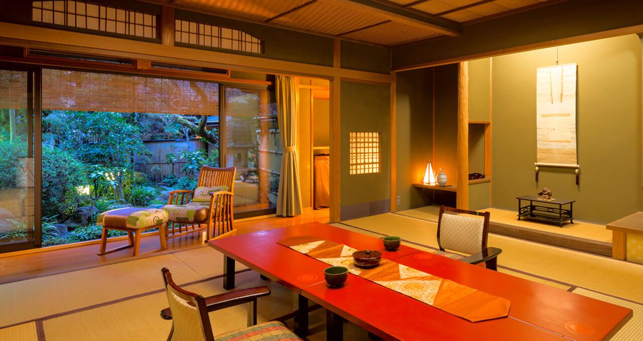 天橋立を望む老舗料理旅館で、四季折々の海の幸を堪能