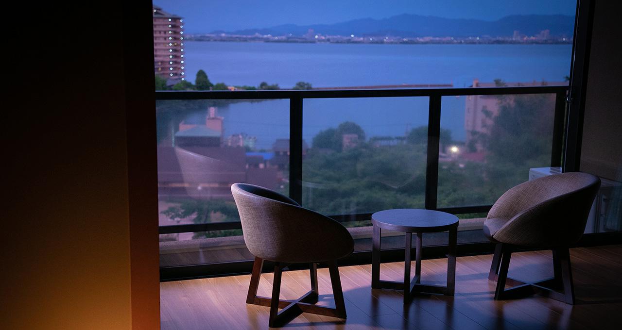 琵琶湖が見下ろせる宿で楽しむ、美肌の湯と湖国の美食