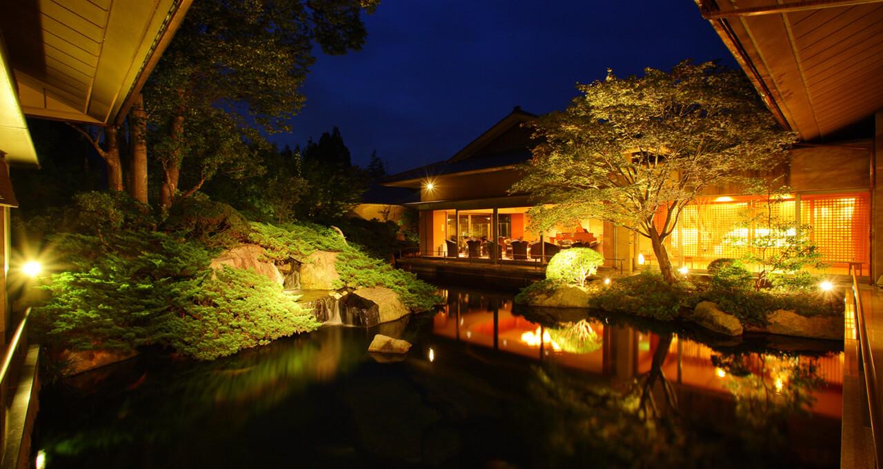 日本庭園の中に建つ風景美の宿で堪能する 「何もしない贅沢」