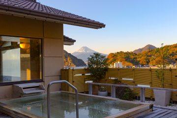 駿河湾の海越しに富士山が見える、絶景の美食宿