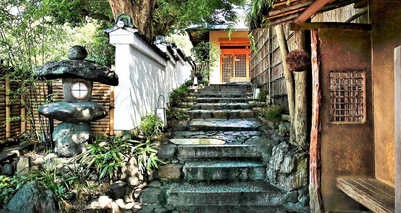 京都随一の歓楽街・祇園で静かに佇む市中の山居